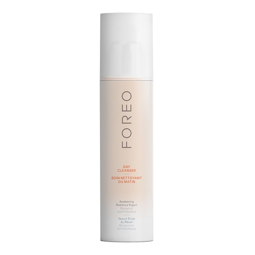 Closeup   foreo cleansers product woman 01 tif 20150924 web